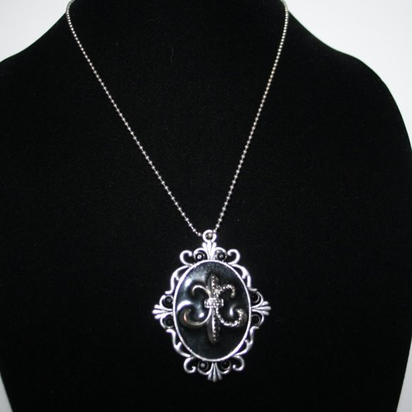 Beautiful silver and black pendant necklace